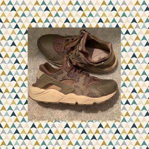⛵️ Women's Nike Huaraches